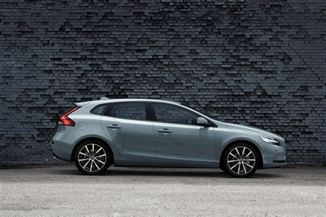 Volvo Cars gives the new face of Volvo to the V40 - Volvo