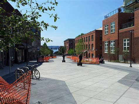 Bell Street Park | a hybrid of park activities and street