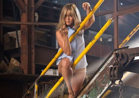 Hilarious New Red-Band Trailer for WE'RE THE MILLERS