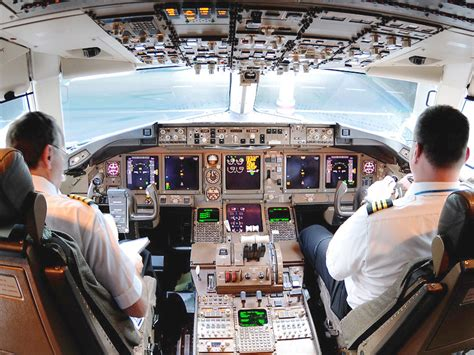 Flight deck of Continental Airlines Boeing 767-400ER